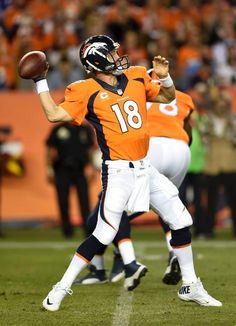 Peyton Manning in action - Broncos vs Chargers (10/23/14)