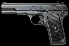 La Tipo 54 del calibre 7.62x25m de Norinco es la pistola estándar en uso de los chinos del Ejército Popular de Liberación. Es una copia directa de la pistola Tokarev TT-33 de la Unión Soviética / Rusia calibre 7.62x25 mm.