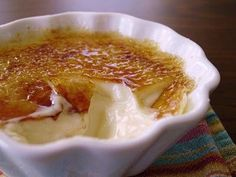 Homemade Creme Brulee: Easy recipe to make creme brulee from scratch, you'll never have to use one of those awful mix pack again with a recipe this simple!