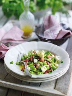 Salad with broad beans and bacon -Insalata di fave e pancetta Rachel Allen, Pancetta, Cobb Salad, Bacon, Beans, Favorite Recipes, Ethnic Recipes, Food, Salads