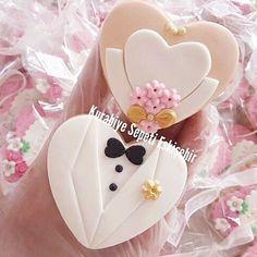Günaydın n n… Meltem & Anıl ciftine mutluluklar. Paint Cookies, Fondant Cookies, Fondant Cupcake Toppers, Royal Icing Cookies, Cupcake Cookies, Sugar Cookies, Wedding Cupcakes Fondant, Mini Wedding Cakes, Wedding Sweets