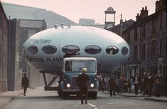20 Amazing Photos of Futuro Houses, the UFO-Shaped Tiny Homes Which Were Built During the Late and Early ~ vintage everyday Polyurethane Insulation, Grain Silo, Cold Mountain, Cool Photos, Amazing Photos, Prefabricated Houses, Make Way, Ski Chalet, Futuristic Design