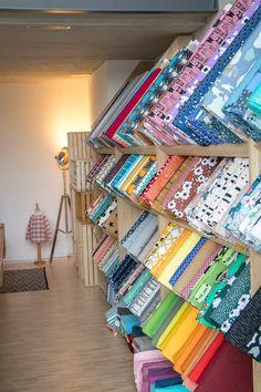 Bio Design Stoffe findest du in Winterthur bei YingDesign Winterthur, Shop, Fabric, Design, Ideas, Home Decor, Haberdashery, Scrappy Quilts, Pattern Books