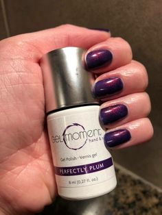 The advantage of the gel is that it allows you to enjoy your French manicure for a long time. There are four different ways to make a French manicure on gel nails. The choice depends on the experience of the nail stylist… Continue Reading → Gel French Manicure, Manicure At Home, Gel Manicure, Mani Pedi, Fake Gel Nails, Liquid Nails, Gel Polish Colors, Nail Colors, Nail Polish