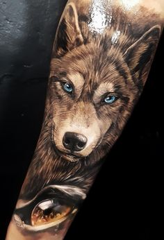 50 Of The Most Beautiful Wolf Tattoo Designs The Internet Has Ever Seen - awesome wolf tattoos © tattoo artist EDUARDO Celtic Wolf Tattoo, Celtic Tattoos For Men, Tribal Wolf Tattoo, Irish Tattoos, Tattoo Wolf, Tattoo Arrow, Tattoo Hip, Tattoo Finger, Bee Tattoo