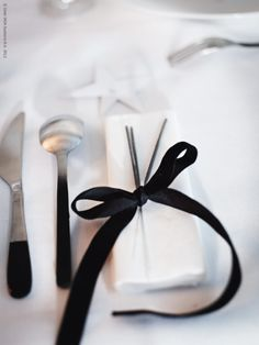 dip dyed utensils and sparklers in a bow. can i change my wedding colors to black and white?