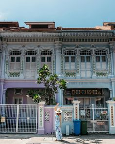 Pretty Joo Chiat Road in Singapore. Singapore Travel Outfit, Singapore Travel Tips, Singapore Photos, Travel Goals, Travel Style, Singapore Guide, Singapore Food, Singapore Things To Do, Places In Hong Kong