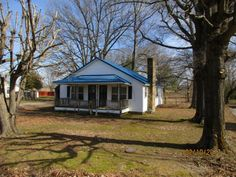 Economical small 3 bedroom home on 1 acre. Some fencing, large deep lot, nice front porch to enjoy your rocking chair. Also, nice deck on back to enjoy the sun. This can be the home for a retiree or starter home. You decorate to make it your own. Call today for appointment in Huntingdon TN