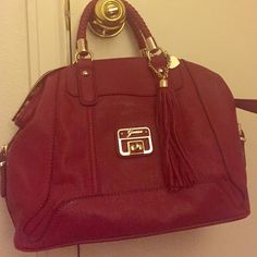 Red Guess Handbag Dark red in color with gold hardware. Comes with long strap for the shoulder or crossbody wearing. Used once! Guess Bags