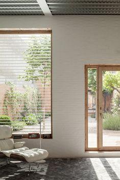 Wohnhaus mit Innenhof von Harquitectes / Katalanische Mauern - Architektur und Architekten - News / Meldungen / Nachrichten - BauNetz.de