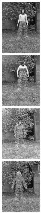 -MIRALLES Fina,Relacions. relacions del cos amb elements naturals: cobriment del cos amb palla, 1975.
