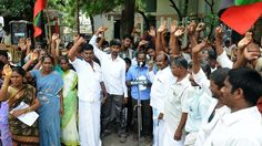 Kuravars stage demonstration demanding free house pattas