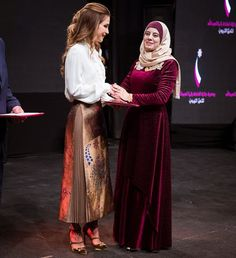 13 December 2016 - Queen Rania honored the winners of the 2016 Queen Rania Awards for Excellence in Education (QRAEE) - skirt by Fendi, shoes by Jimmy Choo