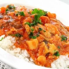 After a low-fat chicken tikka curry? Our skinny chicken tikka masala with fragrant rice is a much healthier option than your average takeaway Chicken Tikka Curry, Chicken And Potato Curry, Easy Chicken Tikka Masala, Healthy Chicken Curry, Chicken Vindaloo, Poulet Tikka Masala, Pollo Tikka, Low Salt Recipes, Cooking Recipes