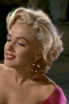 Marilyn Monroe in 'Niagara', Old Hollywood Glamour, Hollywood Stars, Divas, Marilyn Monroe Photos, Norma Jeane, Classic Beauty, Timeless Classic, Up Girl, Sensual