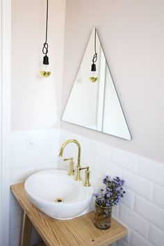 Apartamento industrial pequeno banheiro espelho Triângulo industrial apartment with tiny bathroom and modern triangular mirror and bowl sink Decor, Laundry In Bathroom, Interior, Bathroom Makeover, Home Decor, Home Deco, Interior Design, Bathroom Decor, Bathroom Inspiration