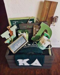 Cool, rustic wooden and green sorority big little basket from Kappa Delta Kappa Delta Sorority, Sorority Big Little, Sorority Canvas, Sorority Paddles, Sorority Crafts, Sorority Recruitment, Kappa Delta Canvas, Delta Zeta, Kappa Delta Crafts