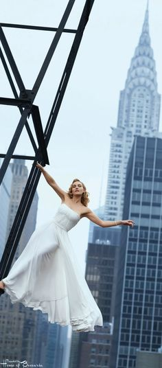 ~In August of 2009, the subscriber cover of Harper's Bazaar shot by Peter Lindbergh portrayed Kate Winslet, wearing a Ralph Lauren gown in front of the Chrysler Building in NYC | House of Beccaria