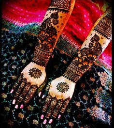 Arabic henna design - very different to what I'm used to but is still intricate and pretty