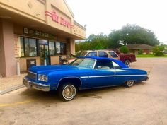 76 Chevy Glass House Low low... Chevy Classic, Classic Cars, Lo Rider, Donk Cars, Caprice Classic, Chevrolet Caprice, Old School Cars, Chevy Impala, American Muscle Cars