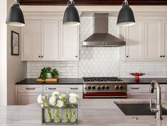 Designers Share Their Favorite Looks for Kitchen Cabinets Kitchen Cabinet Colors, Kitchen Cabinetry, Kitchen Colors, Cabinets, Small Kitchen Redo, Updated Kitchen, Kitchen Dining, Dining Rooms, Kitchen Trends