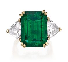 Go against the grain with and emerald #engagement #ring