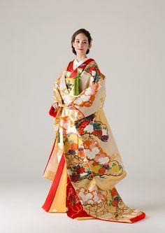着物 | Kimono | 世界中の旬でリアルなトレンドを発信するウェディングドレスのセレクトショップ。海外セレブご用達のデザイナーの日本初上陸ブランドやバリュエーション豊富なオリジナルカラードレスも人気。パリの世界観を表現したこだわりの店内で運命の1着をお探しください。