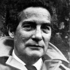 2. Octavio Paz asistió la Universidad Nacional de México para estudiar literatura y la ley.