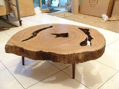 A mesa de centro da loja LS Selection, de São Paulo, foi feita com um fragmento de árvore. As linhas no interior do caule indicam a idade da planta. Em geral, quanto mais espesso é o tronco, mais velha é a árvore