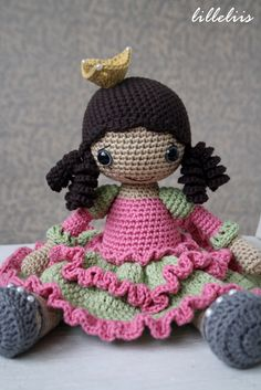 PATTERN Princess Silver-shoe crochet pattern by lilleliis