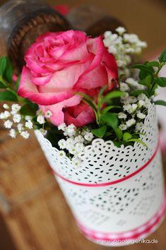 Hochzeit Kirchenschmuck Rose in pink mit Schleierkraut
