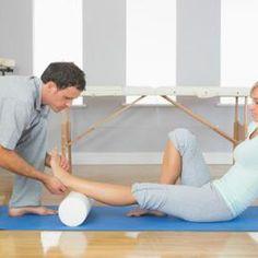 Utilizzare un rullo di schiuma per massaggiare i muscoli stretti.