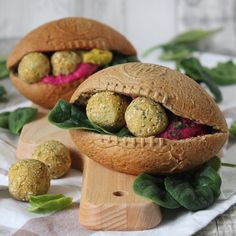 Eat the Ball® Multi Football mit Hummus und Falafeln. Balls Recipe, Some Recipe, Daily Meals, Food Hacks, Hummus, Lunch, Football, Dinner, Eat