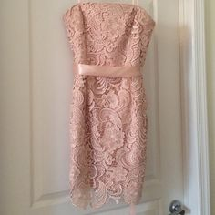 Gorg. Adrianna Papell strapless lace prom dress Like NewBeautiful PEACH color. Worn once to a NYE charity event where my shoes were too tight for dancing ☺️. Looked pretty and smiled. NO snags, rips or stains. See fit in pic 4. Goes well with plain gold and nude accessories. Adrianna Papell Dresses Mini