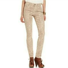 """Lucky Brand Sophia Skinny Leopard Jean's Worn once for a few hrs and washed once. Tags have been taken off. 98% cotton, 2% spandex. If you'd like more pics just ask :)  Waist laid flat: 14"""" Hips laid flat side to side: 18"""" Inseam: 29.5"""" Rise: 8.5"""" Lucky Brand Pants Skinny"""