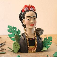 Frida Kahlo clay by Chicago Design Museum, Simple Face, Plasticine, A Level Art, Italian Artist, Polymer Clay Crafts, Sculpture, Movie Characters, Clay Art