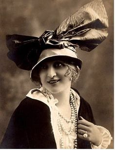 love old pics of the vintage hats