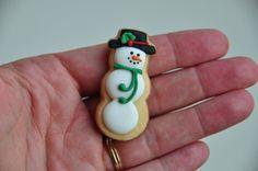 Snowman in the hand - Bonhomme de neige dans la main Snowman Cookies, Mini Cookies, Christmas Sugar Cookies, Cut Out Cookies, Christmas Desserts, Christmas Holidays, Christmas Houses, Christmas Things, Cute Snowman