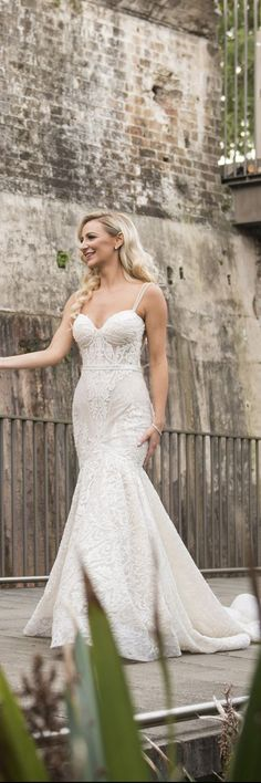The silhouette on this @bertabridal gown is just divine!