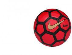 Właściwości: Halówka Nike Menor posiada tradycyjny niski kozioł, który ułatwia grę na hali oraz wyjątkowy dobry kontakt i kontrolę. Odporna na ścieranie powłoka wydłuża żywotność piłki, a kontrastowy wzór graficzny zapewnia jej dobrą widoczność nawet w zaciemnionych pomieszczeniach. Piłka halowa Nike Menor jest szyta maszynowo.   #Football #PiłkaNożna #Piłka #Ball #Futsal #Hala