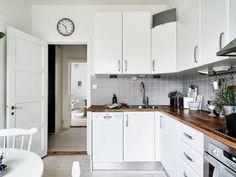 Post: Armarios rinconera --> aprovechar espacio deco, armarios ikea, Armarios rinconera, armarios roperos, blog decoracion interiores, modulos armarios, soluciones almacenaje, billy, blanco, cocina nórdica,encimera madera,reloj cocina