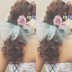 WEDDING * * お色直し♡ * * アップからダウンへ * * #ウェディング #ヘアアレンジ #マリhair #wedding #weddinghair #bridalhair #hairstyles #hairmake #flower #ウェディング #ヘアスタイル #ウェディングヘア #ヘアアレンジ #hairarrange #チュールリボン #チュール #お花 #生花 #ポニーテール #ローポニー #ponytail