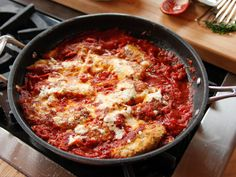 Lighter Chicken Parmesan recipe from Ree Drummond via Food Network (Chicken Parmesean Spaghetti Squash) Chicken Parmesean, Chicken Parmesan Recipes, Chicken Parmesan Recipe Pioneer Woman, Baked Chicken, Grilled Chicken Parmesan, Chicken Parmigiana, Salsa Chicken, Crispy Chicken, Chicken Curry