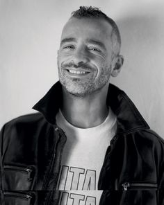 See Eros Ramazzotti pictures, photo shoots, and listen online to the latest music. Joe Cocker, Black And White Pictures, Celebrity Gossip, Shout Out, Black And White Photography, Pop Culture, Album, Celebrities, December 17