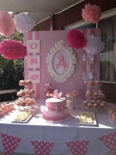 Pretty in pink candy buffet.love this for the baby shower Shower Party, Baby Shower Parties, Baby Shower Themes, Shower Ideas, Baby Showers, Princess Birthday, Baby Birthday, Birthday Parties, Birthday Cake