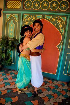 Love when the Disney couples have real chemistry in the parks Disney Couples, Disney Parks, Cute Couples, Walt Disney, Aladdin And Jasmine, Princess Jasmine, Disney Live, Disney Magic, All Disney Characters