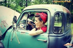 rockabilly style women in great vintage cars = Sexy. Rockabilly Style, Rockabilly Outfits, Rockabilly Pin Up, Rockabilly Fashion, Retro Fashion, Rockabilly Clothing, Vintage Fashion, Pin Up Pictures, Pinup Photoshoot