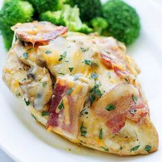Who knew you could make this decadent chicken dinner in your own kitchen? Culinary Hill has topped Outback Steakhouse's recipe for this yummy grilled chicken covered in honey mustard sauce, cheese, mushrooms, and bacon./