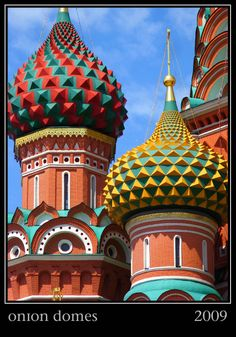 Onion domes of St. Basil's Cathedral in Moscow. Amazing Buildings, City Buildings, Travel Essentials List, St Basils Cathedral, Russian Architecture, Building Images, Take Me To Church, Beautiful Castles, Russian Art