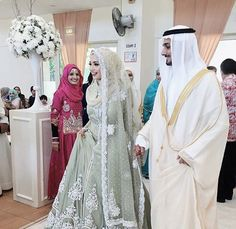what does a muslim wedding dress look like Muslimah Wedding Dress, Muslim Wedding Dresses, Muslim Brides, Muslim Dress, Bridal Dresses, Wedding Gowns, Wedding Cakes, Arab Wedding, Gothic Wedding